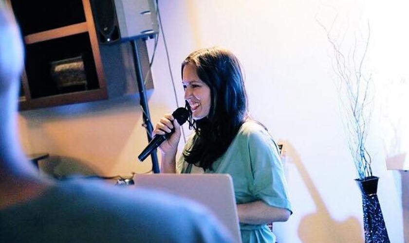 Hoje, Brittni De La Mora encoraja as mulheres a viverem a pureza sexual. (Foto: Reprodução/Facebook)