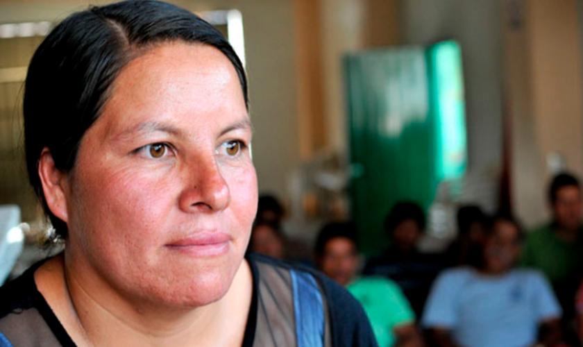 Guadalupe conta com o auxílio de membros da comunidade para conseguir manter as ruas limpas. (Foto: Reprodução).
