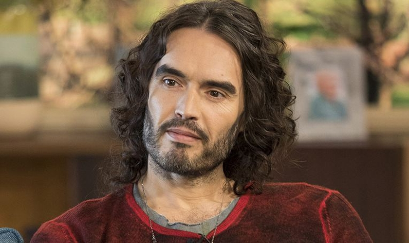 Russell Brand é ator e escritor. (Foto: The Net Worth Portal)