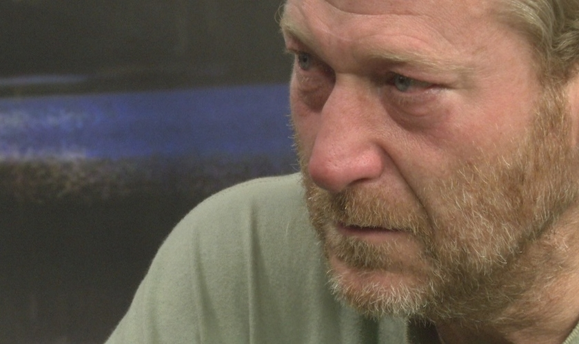 Brian Hawkins se entregou à polícia para confessar um assassinato cometido há 25 anos. (Foto: Reprodução/KRCR)