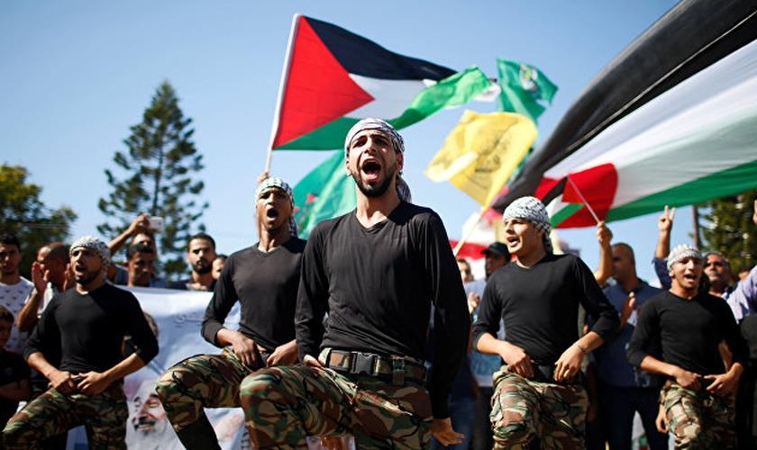 Celebração palestina após assinatura do acordo de reconciliação entre Hamas e Fatah. (Foto: Reuters_