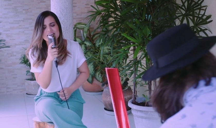 Juliana Gonçalves tem 22 anos, é cantora e se converteu aos 11. (Foto: Divulgação).