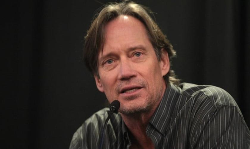 Kevin Sorbo tem usado sua audiência para fazer frente contra a prática do aborto, em Hollywood. (Foto: Reprodução).