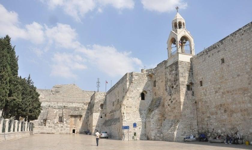 A Basílica da Natividade, também conhecida como Igreja da Natividade, em Belém. (Foto: Neil Ward/Wikimedia Commons)