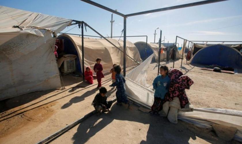 Crianças refugiadas no campo de refugiados de Amriyat al Fallujah, Iraque. (Foto: Reuters)