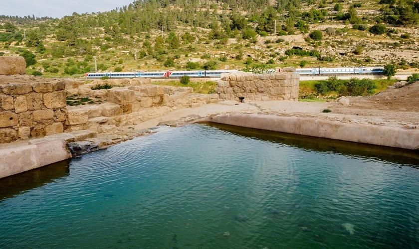 A piscina da Era Bizantina foi descoberta em Ein Hanya, perto de Jerusalém. (Foto: Assaf Peretz/Autoridade de Antiguidades de Israel)