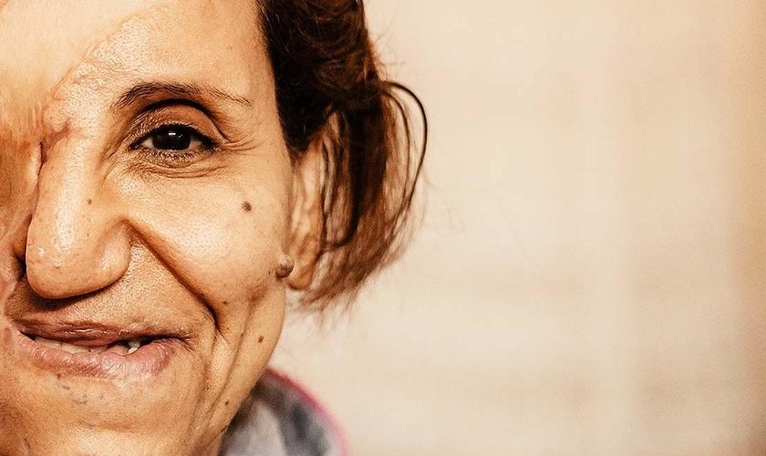 Samiha disse que os médcos a deram como morta, mas Jesus tinha outros planos para ela. (Foto: Portas Abertas USA).