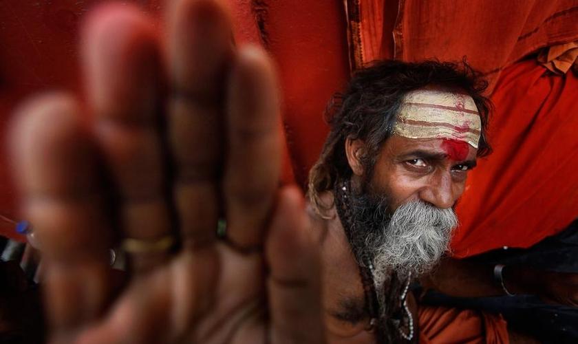 Imagem ilustrativa. Seguidor do hinduísmo no templo de Kamakhya, em Guwahati, na Índia. (Foto: AP Photo/Anupam Nath)