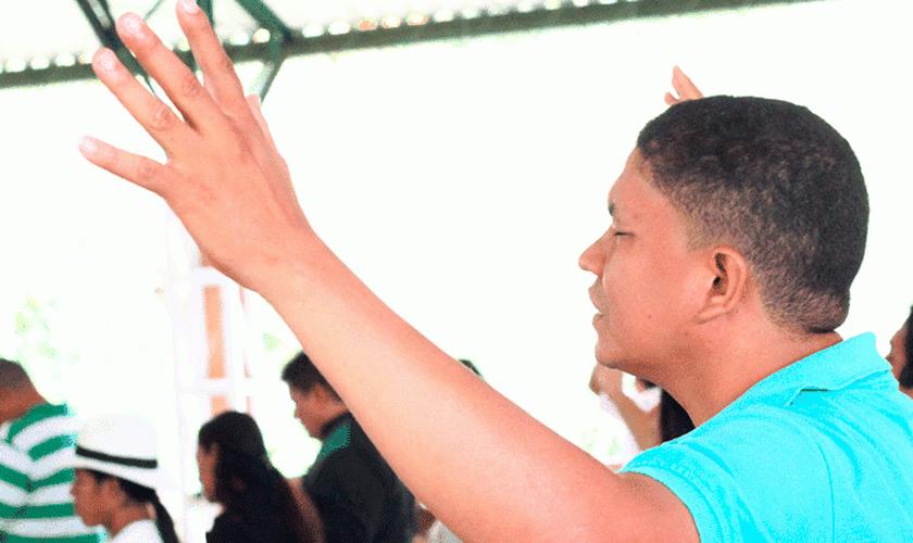 O pastor Pablo foi ameaçado após iniciar a construção de um novo templo para sua igreja. (Foto: Reprodução).