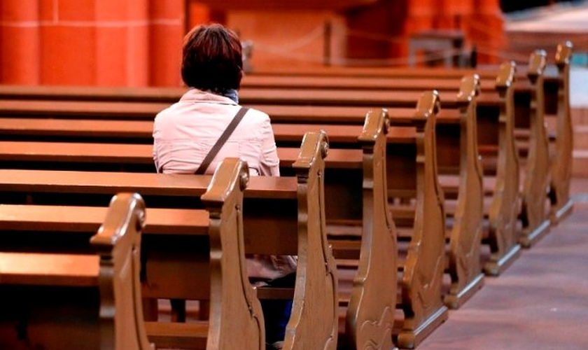 A igreja local e terrena tem a responsabilidade de supervisionar o crescimento espiritual do individuo e o bem estar de sua família. (Foto: novotempo)