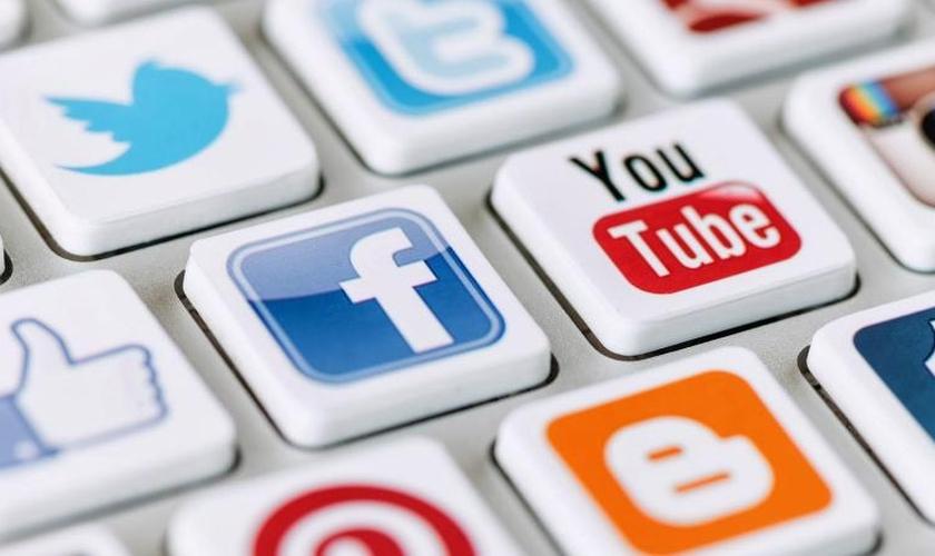 Internet e redes sociais. (Foto: fluentpr.co.uk)