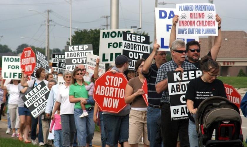 Militantes pró-vida participam de protesto contra o aborto, nos EUA. (Foto: Pro-Life Action League)