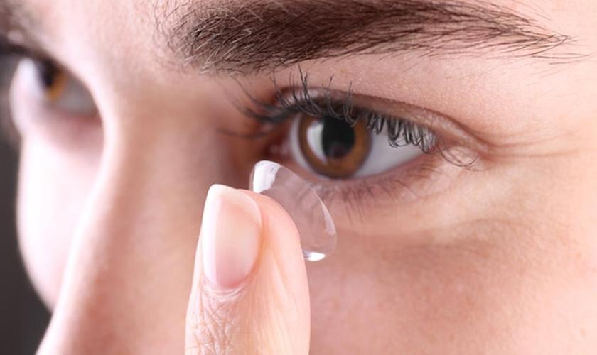cd7a47ac43f48 É preciso aprender a usar lentes de contato da forma mais correta possível.  (Foto