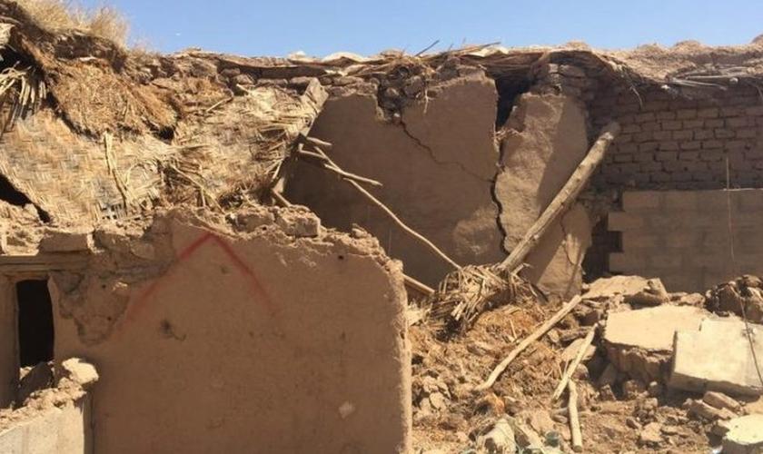 Os extremistas tentaram apagar qualquer vestígio do cristianismo no Iraque, destruindo casas e igrejas. (Foto: Reprodução).