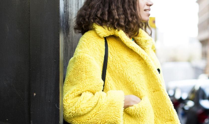 Londres mostrou que amarelo é a cor oficial da moda em 2018. (Foto: Agência Fotosite)