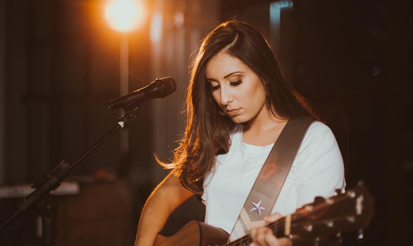 A primeira live session de Thaiane Seghetto atingiu mais de 20 milhões de visualizações. (Foto: Divulgação).