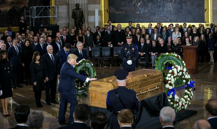 O presidente americano Donald Trump homenageou o evangelista. (Foto: Al Drago/The New York Times)