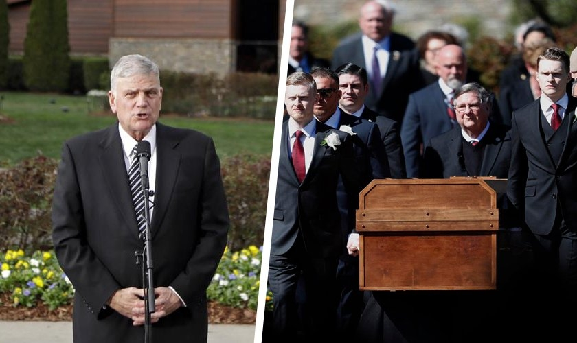 Franklin Graham discursando em frente à Biblioteca Billy Graham. (Foto: AP Photo/Chuck Burton)