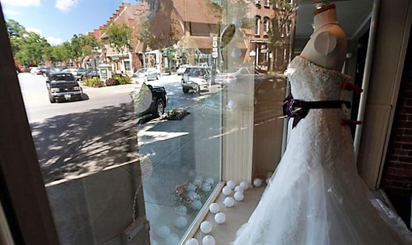 A loja 'WW Bridal' fechará sua portas, devido à aprovação de uma nova lei que favorece o movimento LGBT em seu município. (Foto: Reuters / Mike Segar)