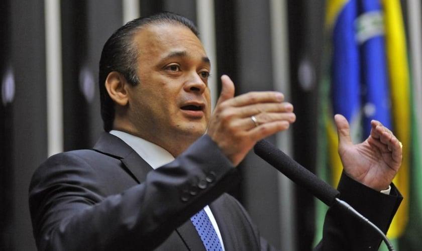 O deputado federal Roberto de Lucena discursou na sessão solene em comemoração aos 30 anos da Constituição. (Foto: Reprodução)