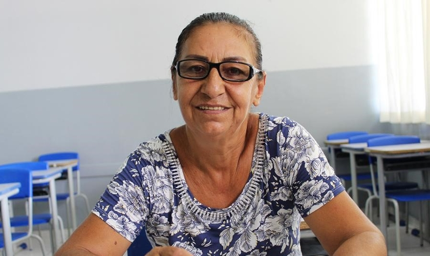 Dona Neusa Costa afirmou que por não saber ler e escrever, se sentia dependente de outras pessoas. (Foto: Tribuna do Interior)