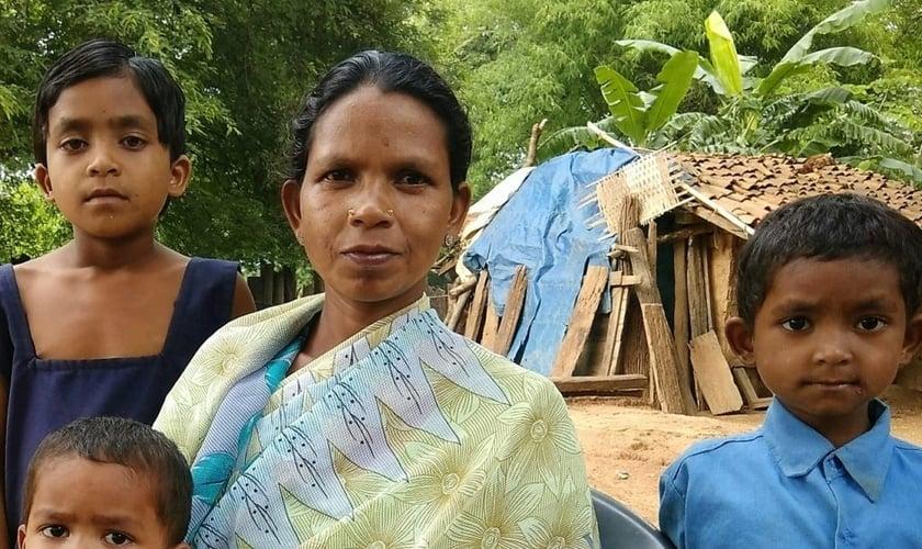 Imagem ilustrativa. Seu marido foi morto por militantes comunistas que tem assassinado milhares de cristãos na Índia. (Foto: Reprodução).