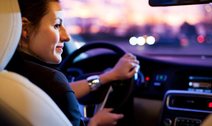 Imagem ilustrativa. Mulher usa Uber como oportunidade para evangelizar. (Foto: Reprodução)