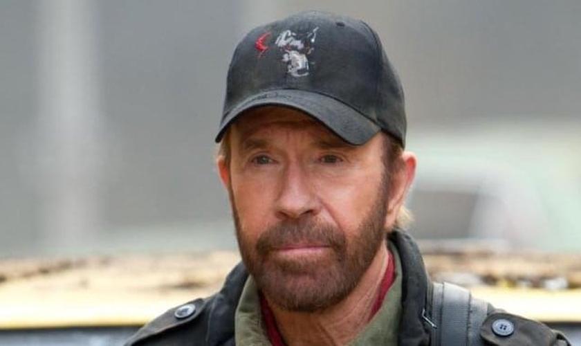 """Chuck Norris fez participação no filme """"Mercenários 2"""", dirigido por Silvester Stallone. (Foto: Divulgação)"""
