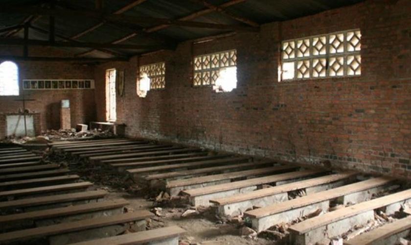 Resultado de imagem para Mais de 2 mil igrejas foram fechadas em três meses, em Angola