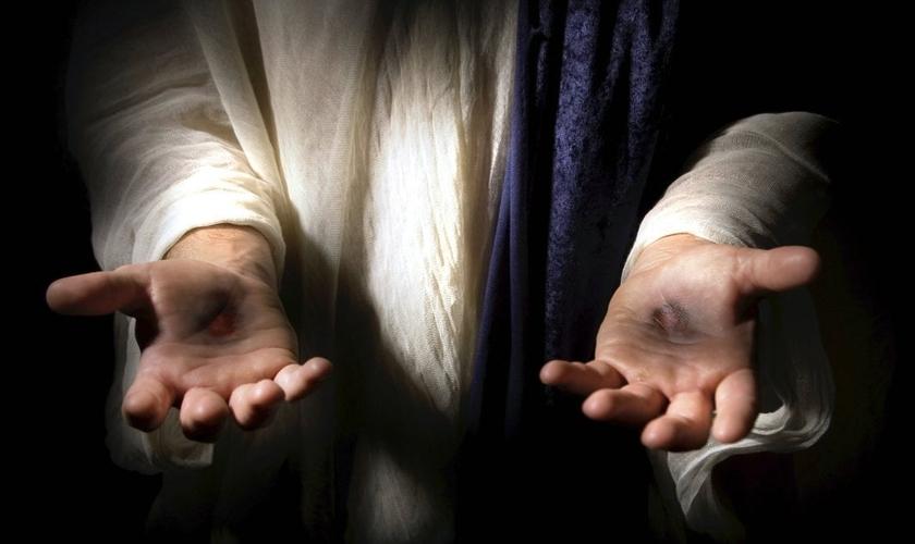 Lee Strobel mostra evidências sobre a ressurreição de Jesus. (Foto: Reprodução)