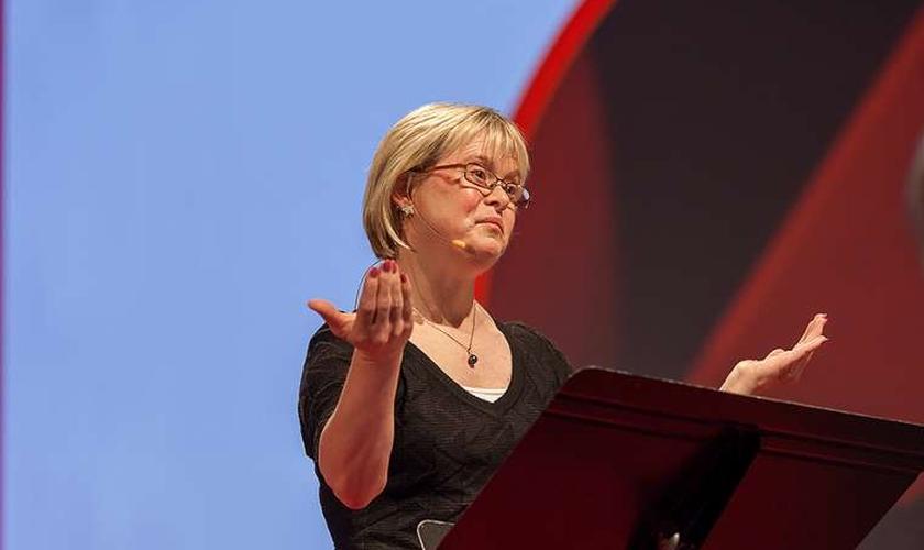 Karen Gaffney falando sobre sua história no TedX em Portland, nos EUA. (Foto: Toto Vo/Flickr)
