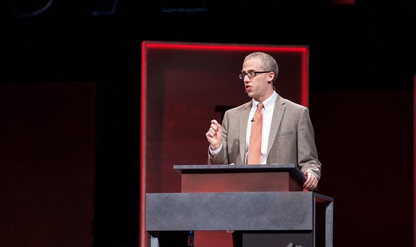 Kevin DeYoung é o pastor principal da University Reformed Church, em Michigan (EUA). (Foto: Reprodução).