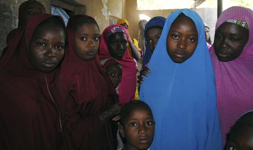 Agora, as meninas que foram sequestradas estão sob a custódia da agência nacional de inteligência. (Foto: Reprodução).
