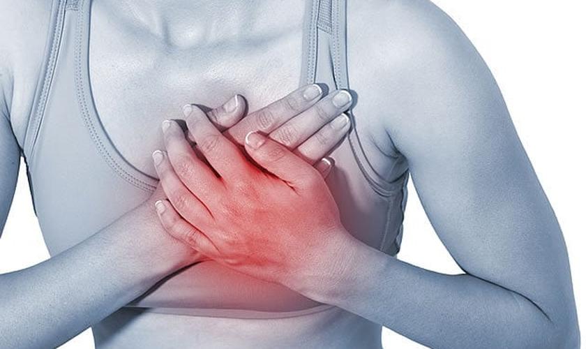 Dor no peito, formigamento no braço esquerdo, náusea e outros sintomas podem indicar um infarto. (Foto: Reprodução)