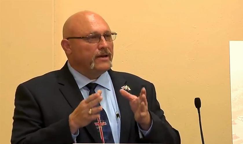 Pastor Frank Pomeroy lidera a Igreja Batista de Sutherland Springs, no Texas. (Imagem: Youtube)