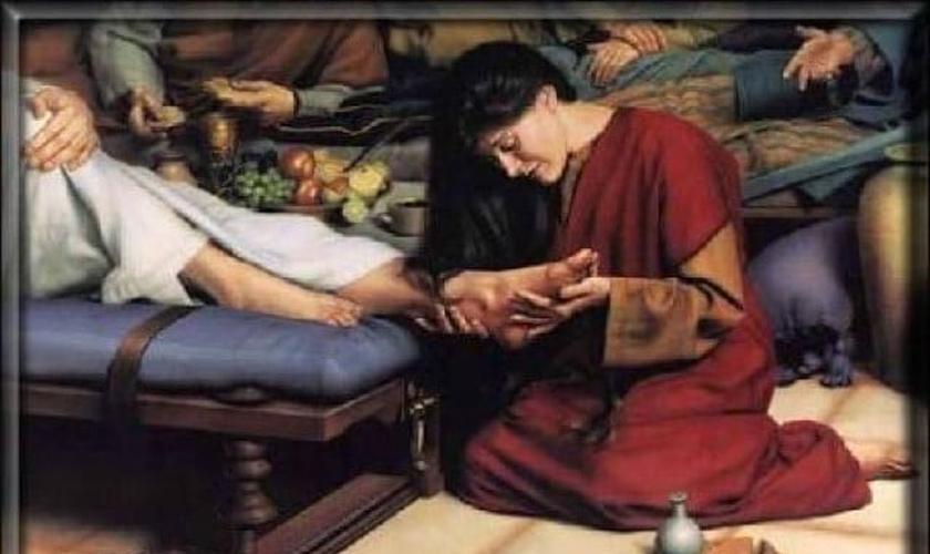 Maria de Betânia derrama perfume caro sobre os pés de Jesus e enxuga com seus próprios cabelos. (Foto: Stock)