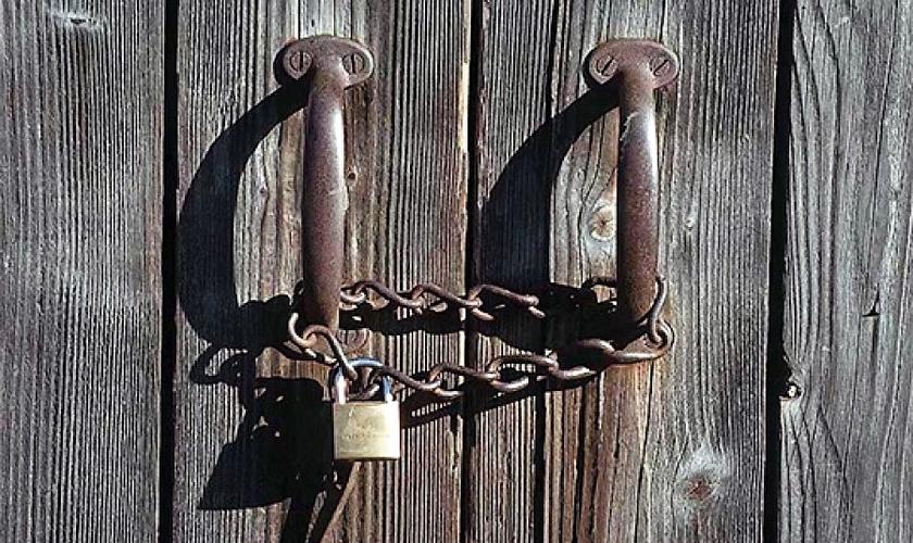 Igreja de portas fechadas. (Foto: Getty)