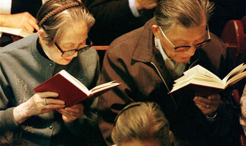 A decisão de remover as Bíblias das livrarias despertou preocupação entre cristãos chineses. (Foto: AP Photo)