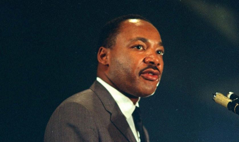 Embora o racismo ainda exista na América, Martin Luther King deixou um legado na nação. (Foto: Reprodução).