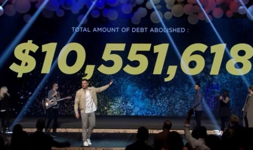 A Igreja Covenant se localiza no Texas e ajudou mais de 4 mil famílias, doando US$ 100 mil para cada. (Foto: COVENANTCHURCH.ORG)