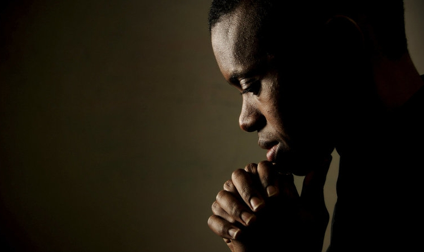Imagem ilustrativa. Pastor afirma que a falta de oração se tornou um pecado predominante na igreja. (Foto: Getty Images)