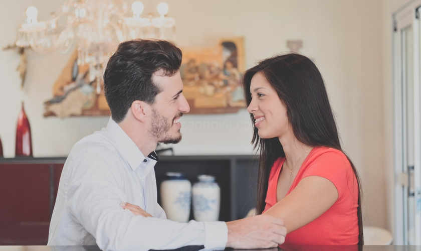"""""""Morar juntos antes do casamento é um fator que pode matar seu casamento"""", disse o pastor. (Foto: Jovens Sarados)."""