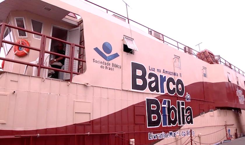 A principal finalidade do Barco da Bíblia é disponibilizar literatura bíblica a um valor acessível. (Foto: Reprodução).