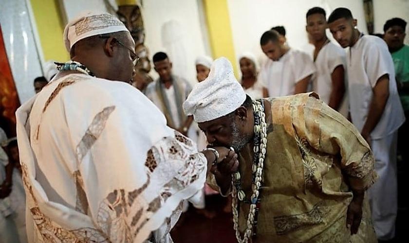 Religiões afro-brasileiras serão temas de programas exibidos obrigatoriamente na Record TV. (Foto: E+ Estadão)