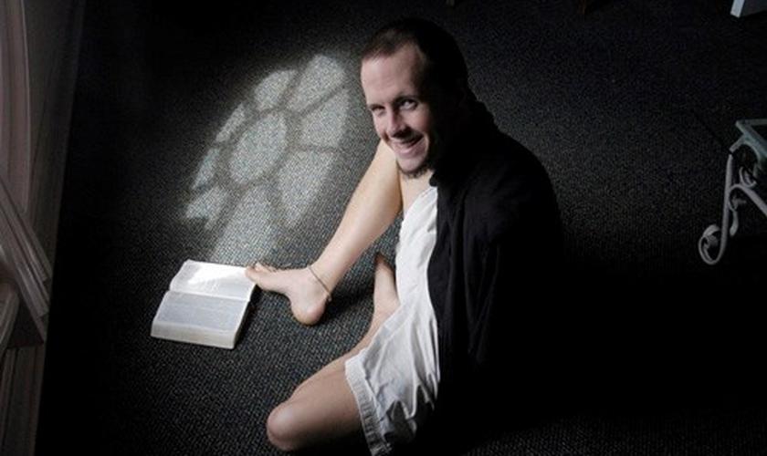 Mesmo com a deficiência, Daniel Ritchie é pastor, escritor, conferencista, motorista, marido e pai. (Foto: Reprodução)