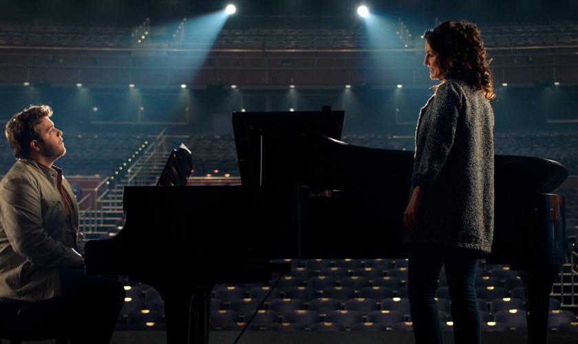 Os atores J. Michael Finley e Nicole DuPort interpretam os cantores Bart Millard e Amy Grant. (Foto: Divulgação)