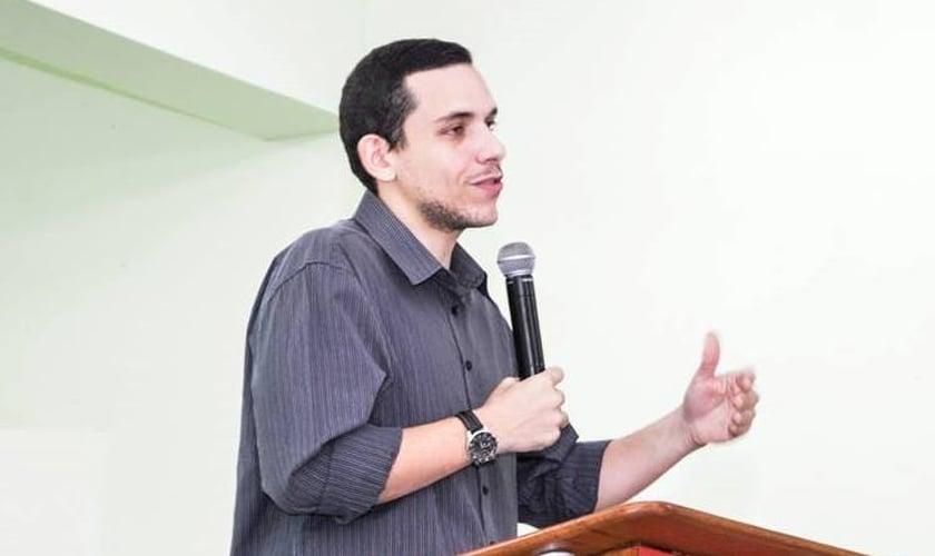 O pastor David Riker é líder do Ministério SER e vice-presidente do Exodus Brasil. (Foto: Reprodução/Facebook).