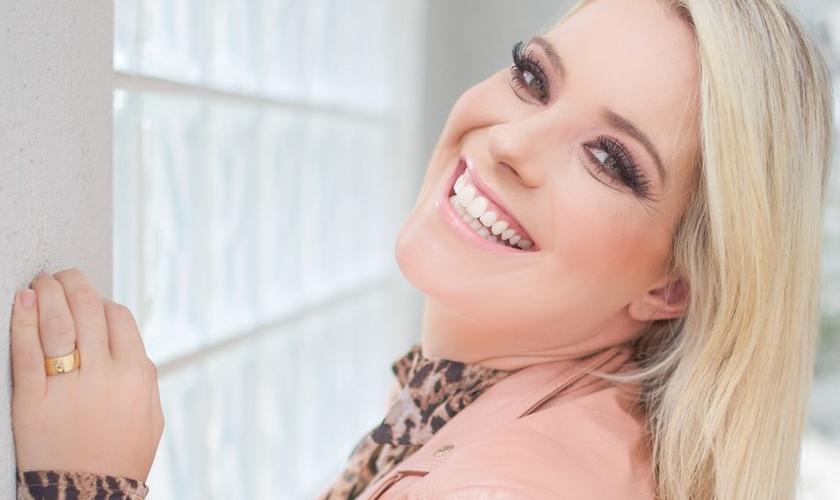 O primeiro single deverá ser lançado nas plataformas digitais no dia 18 de maio. (Foto: Divulgação).