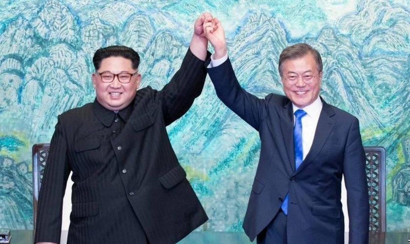 Os líderes da Coreia do Norte e Coreia do Sul, Kim Jong-un e Moon Jae-in. (Foto: Korea Summit Press Pool/AFP)