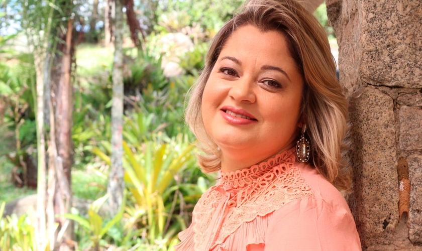 Cantora e compositora, Leila iniciou sua carreira aos seus três anos. (Foto: Divulgação).